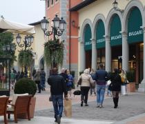 Furti all'outlet, un arresto e una denuncia
